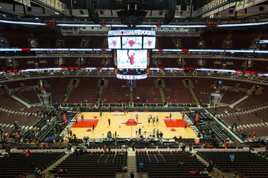 A+picture+of+the+Chicago+Bulls+stadium%2C+taken+on+November+7%2C+2016.+%28Photo+Credit%3A+Mack+Male+via+Wikimedia+Commons+under+Creative+Commons+license%29